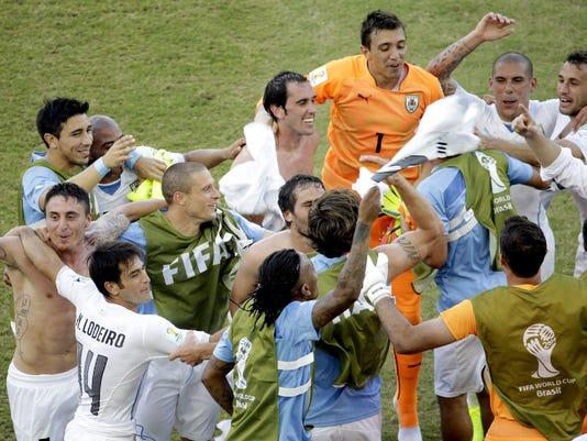 uruguay-defeats-italy