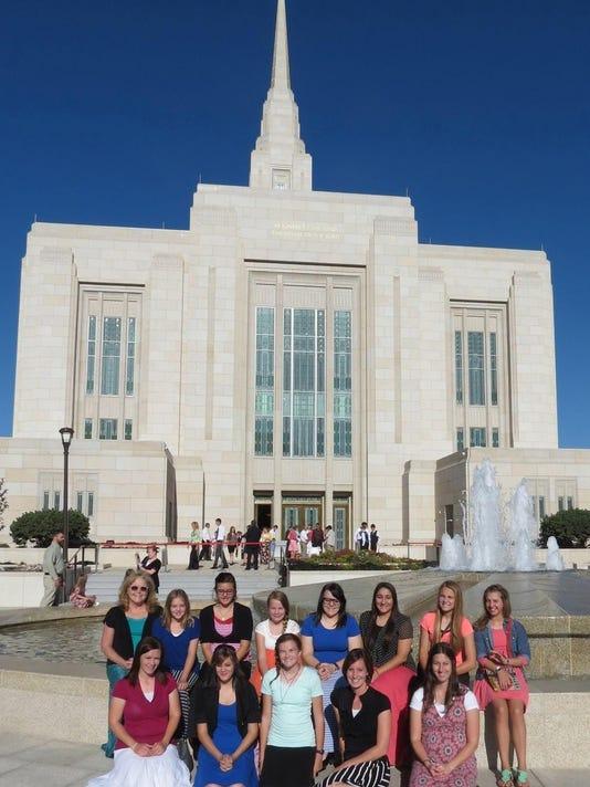 STG0905 dvt LDS YW temple visit 1.jpg