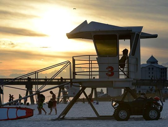 Santa Rosa County hasaltered the hours for its Navarre Beach lifeguards and is planning to add a new lifeguard tower and relocatetwo others.