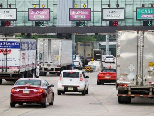Vehicles approach the Interstate 95 toll plaza near