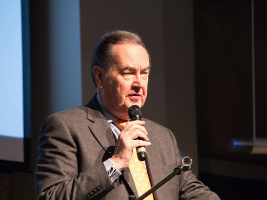 Cal Thomas address a crowd of 900 at an October fundraiser for Echoz Pregnancy Care Center.
