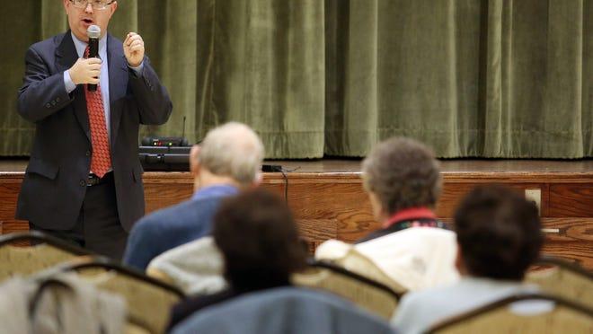 David P. Willis talks with the Haddassah Club at Leisure Village West in Manchester.