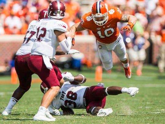 Clemson linebacker Ben Boulware jumps to tackle Troy