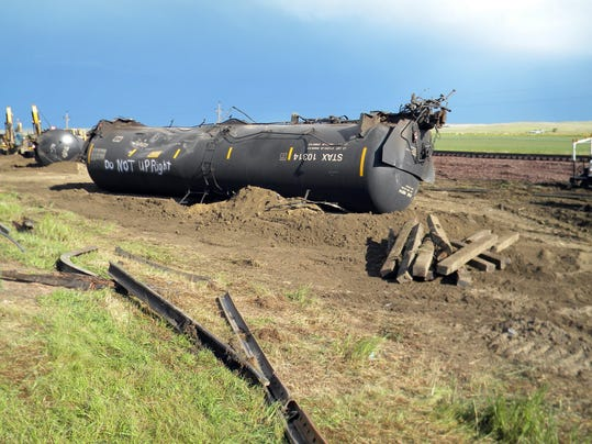 -oil train derailment_drak (1).jpg_20150721.jpg