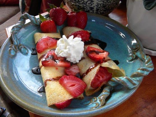 strawberry crepeps 001.JPG