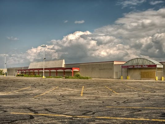 abandoned-shopping-mall-retail-getty_large.jpg