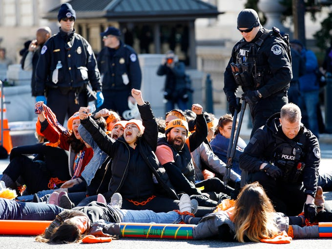 U.S. Capitol Police use bolt cutters to break chains