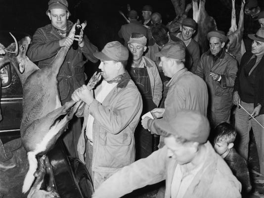 deer-hunt-North-Mills-1947.jpg