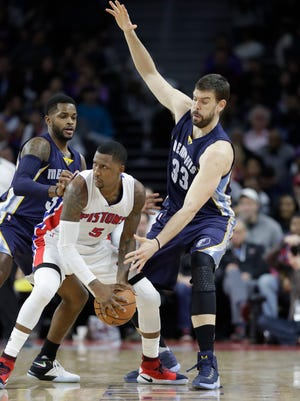 Memphis Grizzlies guard Troy Daniels (30) and center Marc Gasol (33) guard Detroit Pistons guard Kentavious Caldwell-Pope (5) during the second half of an NBA basketball game, Wednesday, Dec. 21, 2016 in Auburn Hills, Mich.
