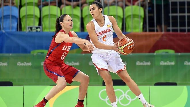 FSU point guard Leticia Romero is guarded by USA and WNBA legend Sue Bird in the 2016 Rio Olympics.