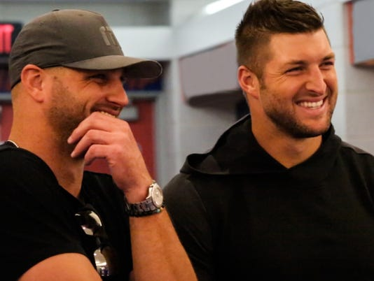 636697925442639674-Robby-and-Tim-Tebow.jpg