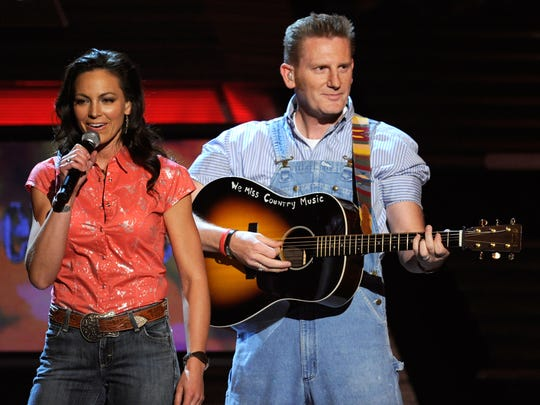 Joey and Rory Feek are seen during a 2010 performance.
