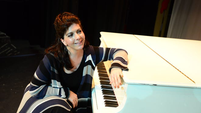 Soprano Carol Ann Manzi has taken a break from her successful opera career to pursue another passion, teaching music to children. She is the artist in residence for Salem Catholic Schools Foundation and will give a free concert Dec. 9 at the Historic Elsinore Theatre.