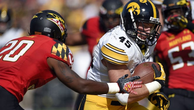 Iowa, Mark Weisman looking for answers to ground game
