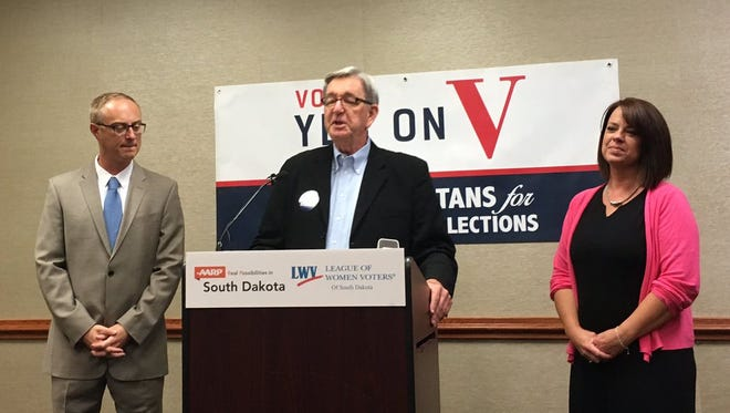 Rick Knobe at a Sept. 13, 2016, news conference to announce endorsements for nonpartisan elections ballot measure by AARP and League of Women Voters.