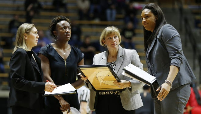 Head coach Sharon Versyp and her staff Kelly Komara, from left, Nadine Morgan and Lindsay Wisdon-Hylton draw up a game plan against Rutgers last season. Komara is leaving to join Stephanie White at Vanderbilt