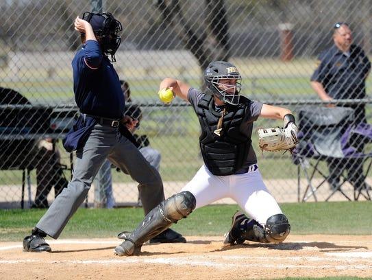 Hardin-Simmons catcher Emily Perez (19) throws down