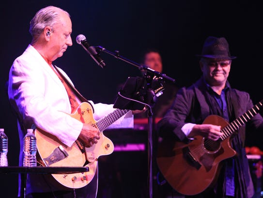 Mchael Nesmith and Micky Dolenz with the Monkees at