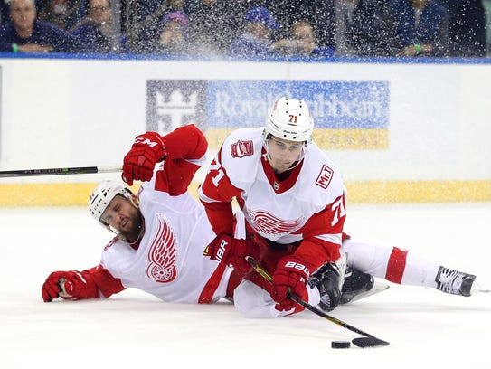 Red Wings center Dylan Larkin (71) shoots the puck