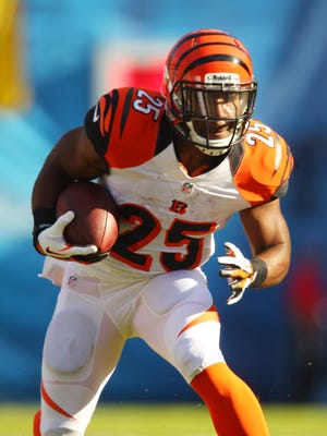 Giovani Bernard set the Bengals franchise record for receptions by a running back last year with 56 for 514 yards. Offensive coordinator Hue Jackson wants more.