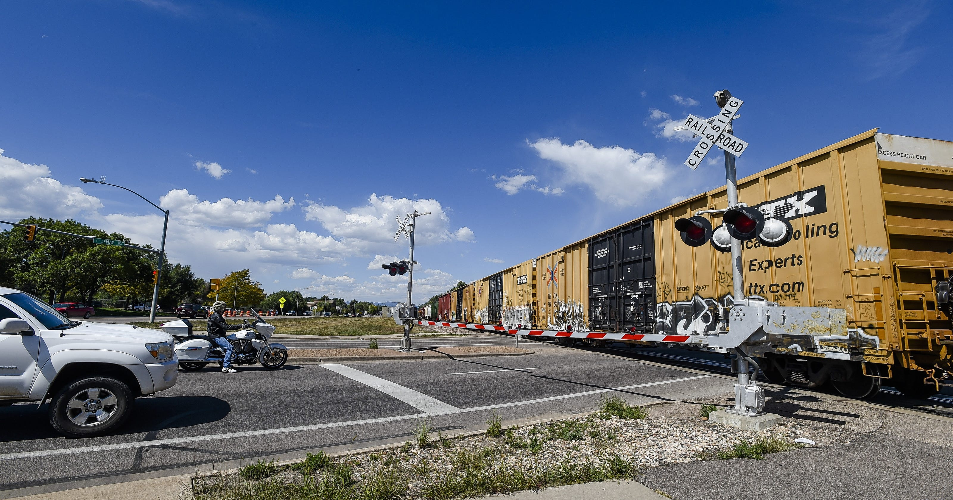Railroad crossing signals complicate morning commute in Fort