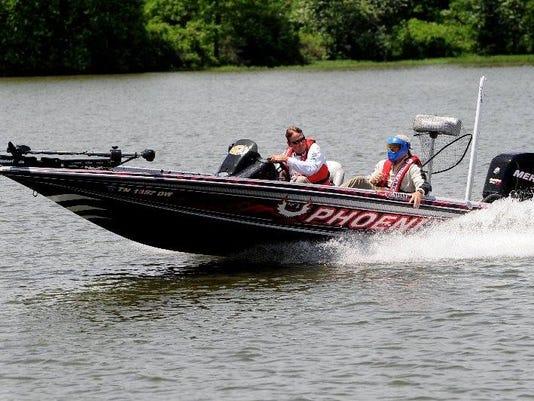 636529162009052210-boating-1.jpg