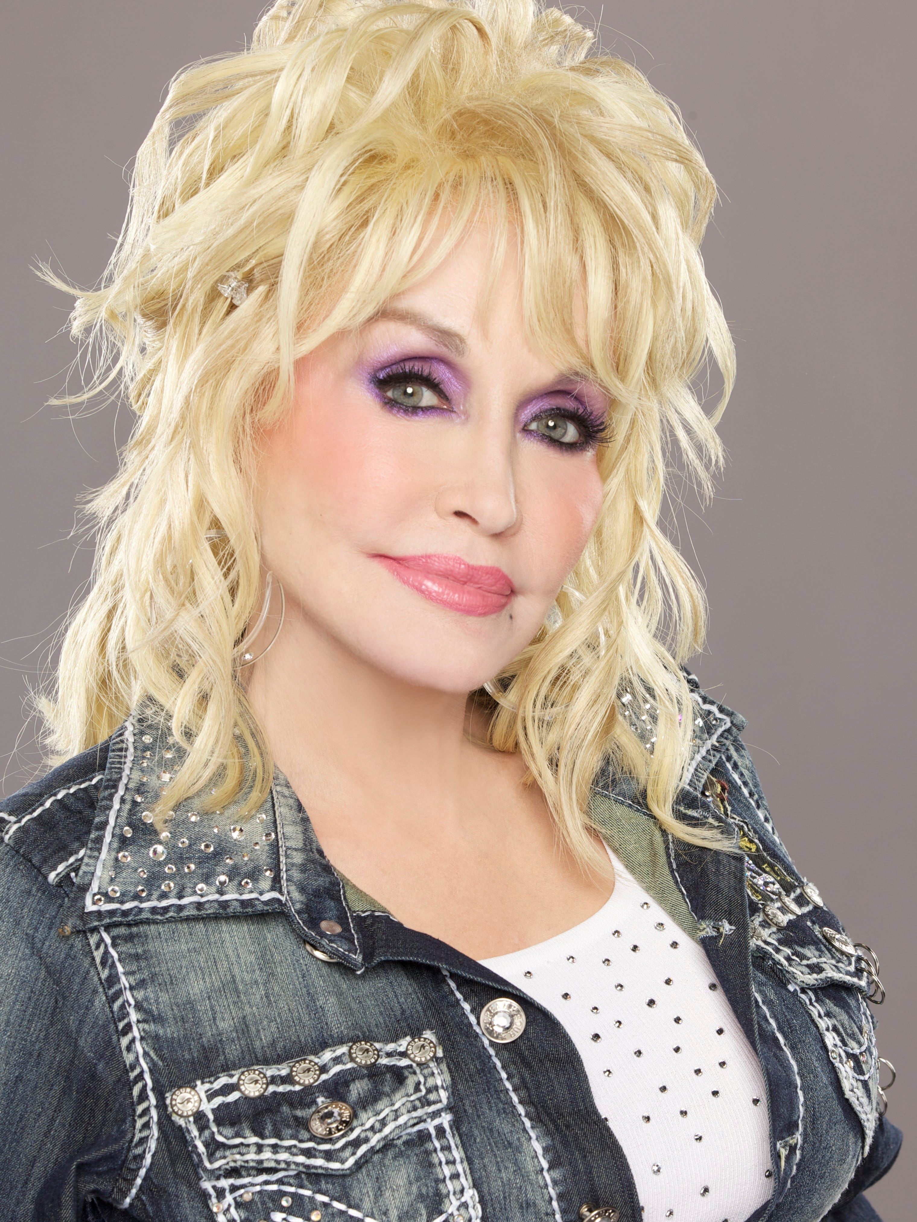 Q A Dolly Parton Keeps It Pure And Simple