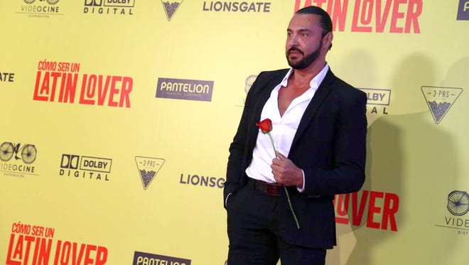 """El luchador y actor Latin Lover, agradeció que Eugenio lo haya invitado a promocionar en México, la cinta """"Cómo ser un Latin Lover""""."""