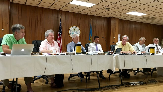 Rehoboth Beach commissioners discuss rezoning city restaurant restrictions.