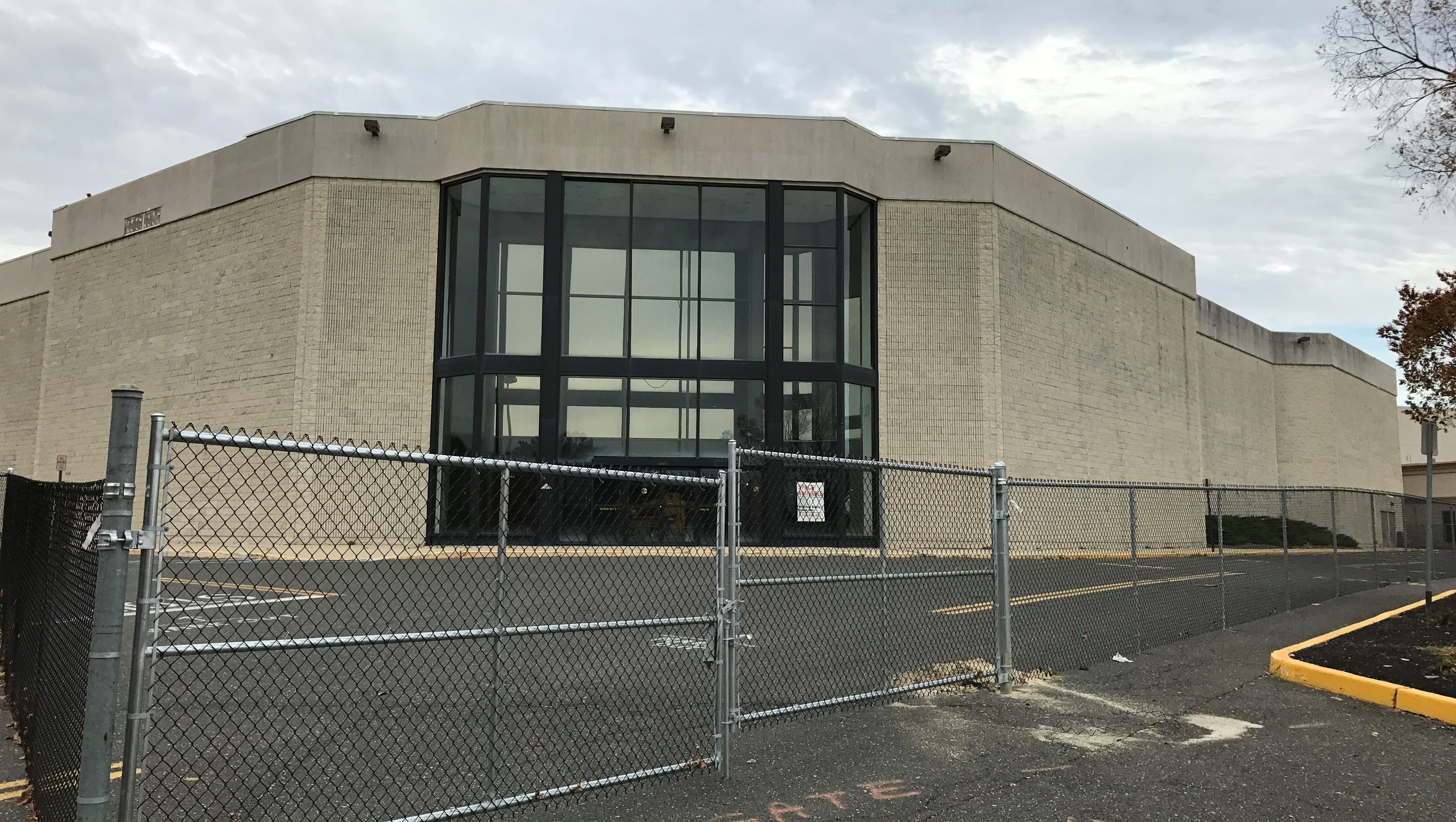 1 2 7 3 Down The Rockefeller Street: Seaview Square Tearing Down Building For New Stores