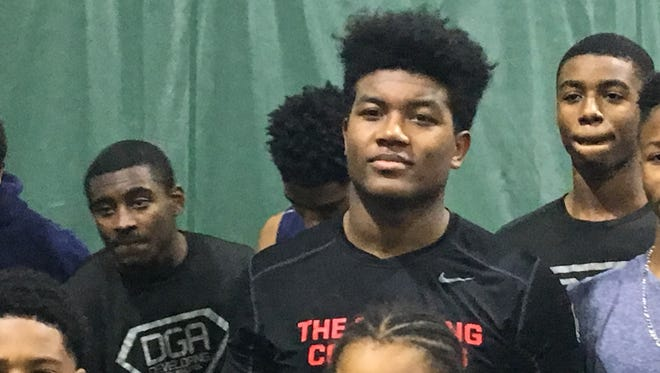 Michigan State landed the commitment of four-star linebacker Antjuan Simmons of Ann Arbor Pioneer High School on Saturday.