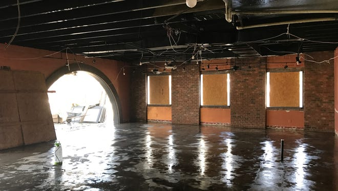 Mark Florsheim and Cassidy King will open a new pizzeria and taproom in the former Anvil Bar and Grill location.