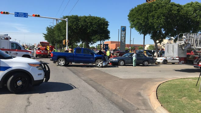 At least two people were seriously injured in this 3-vehicle wreck at Kemp and Elliot Monday afternoon.