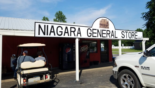 The Niagara General Store is just southeast of Henderson, a pretty drive into the country on a Friday evening for sandwiches, fish and barbeque.
