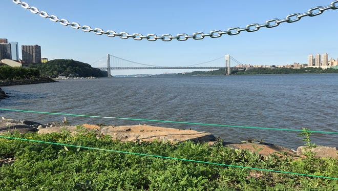Wire fencing along the Hudson River Waterfront Walkway aims to deter geese from walking onto Veterans Field.