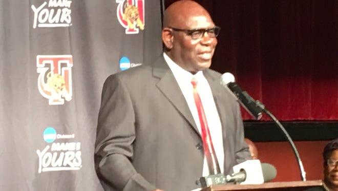 Tuskegee football coach Willie Slater