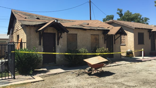 A man died fromburns he suffered in a gas explosion thatsparked a fire at an Indio duplex, while an Indio police officer who alsosustained burn injuries is recovering at home.