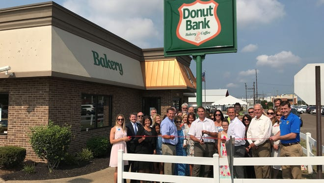 DONUT BANK Donut Bank celebrated 50 years of serving fun food in the Tri-State! Starting with a little shop on 1st Avenue, they have grown to 9 locations conveniently located throughout the region.  1031 E Diamond Ave. Evansville, IN 47711 812-426-0011 donutbank.com