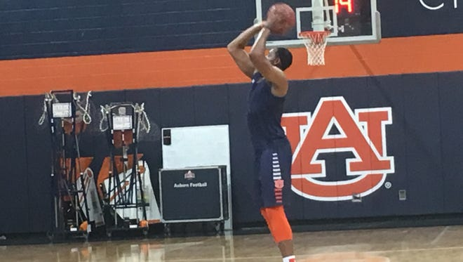 Auburn center Austin Wiley shooting free throws without a protective boot on during a preseason practice on Oct. 16.