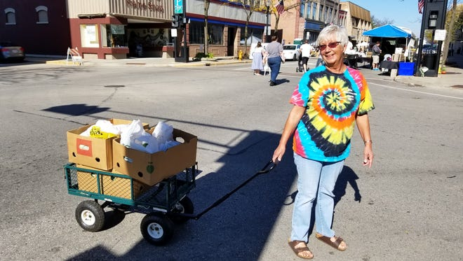 Broken Bread volunteers transported food to the pantry at the end of each market day.