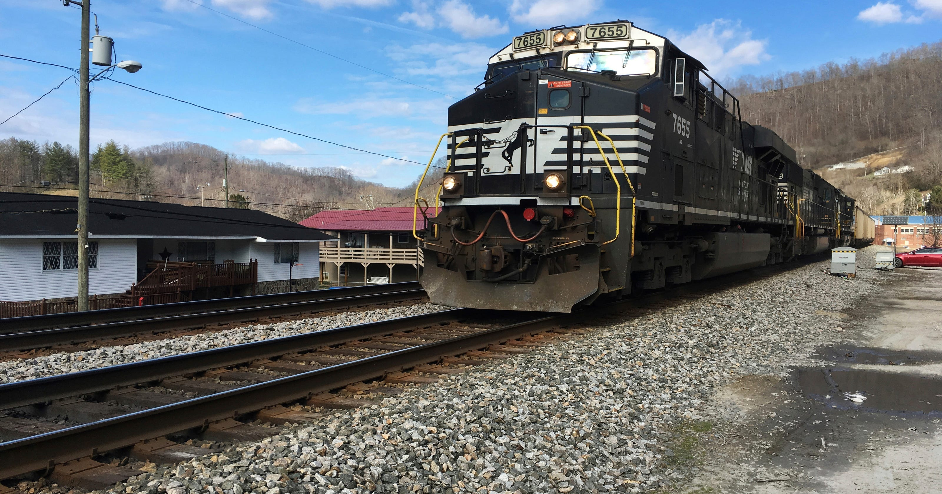 Railroad sues over millions of rail ties it calls defective