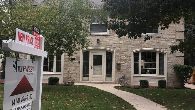 Sales of existing homes rose slightly in December, helping the metro Milwaukee housing market to its best performance in 12 years.