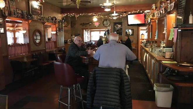 The 5 O'Clock Club has a long history that dates back to the 1880s. Since 1929 the restaurant has been with the same family and is now owned and operated by Richard and Jeanine Knutson.