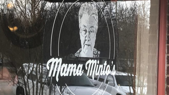 Mama Minto's opened in downtown Iva this past week to big crowds.