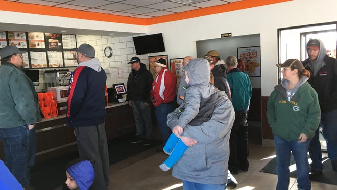People start to enter Spencer A&W about 30 minutes before the grand opening.