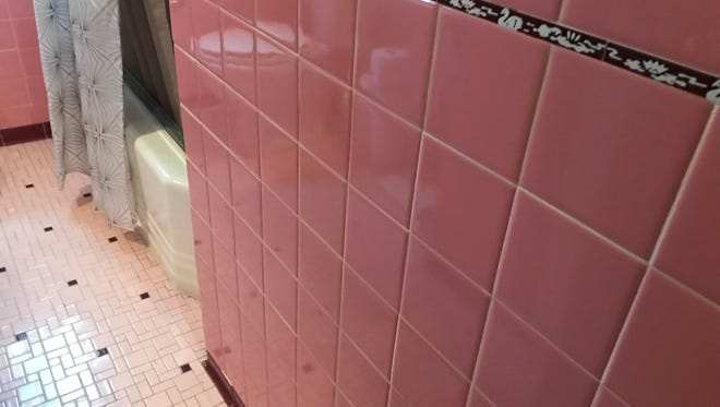 Detailing in the 1950s pink bathroom