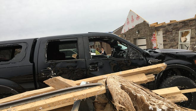 Hundreds of volunteers converged on tornado-ravaged Farmington Hills subdivision to clear debris from the streets and properties.