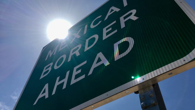 Sign at the border of the United States and Mexico.