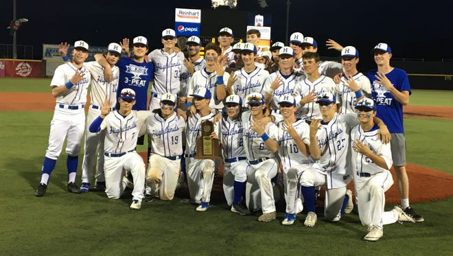 Highlands poses with its trophy.