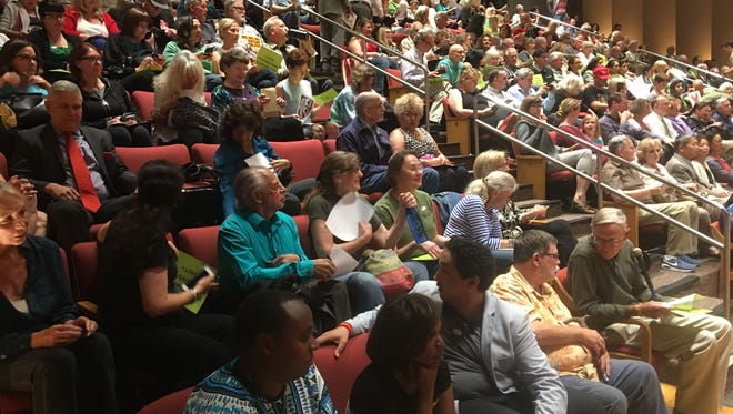 Opponents and supporters of Senate Bill 54, California's hot-button sanctuary state law, packed the standing-room-only Thousand Oaks City Council meeting Tuesday night.